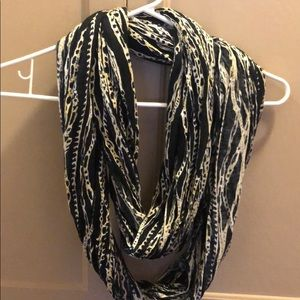 Women's Nine West scarf
